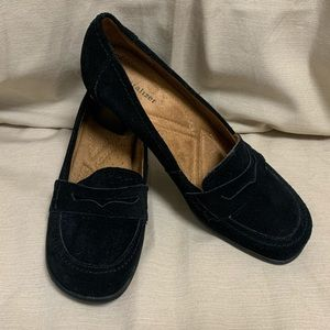 Naturalizer 'Floutan' Suede Heeled Loafer